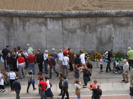 people in front of Berlin Wall