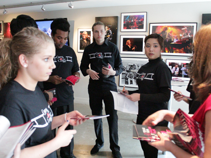 students at art gallery