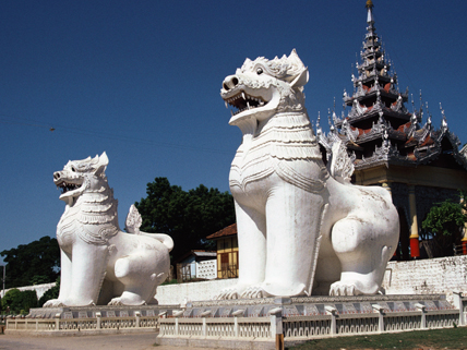 Chinthe statues at Burmese Buddhist temple